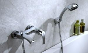 практичные смесители для ванной