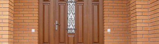 Актуальность ремонта входных дверей